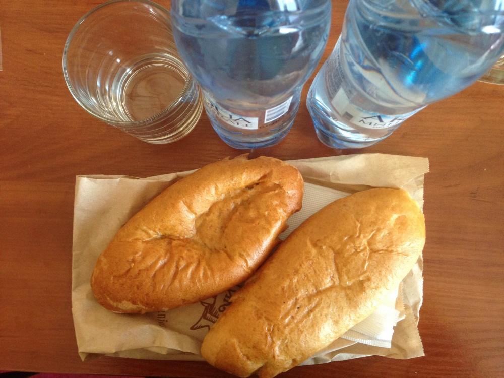 ウクライナ・キエフの水とパン